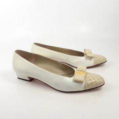 ee12cba401c Ferragamo Bow Heels Vintage 1980s Shoes Flats Cream White Leather Detail  size 8 AA