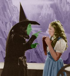 Margaret Hamilton & Judy Garland, in the early days of filming, on The Wizard Of Oz Wizard Of Oz Quotes, Wizard Of Oz Movie, Wizard Of Oz 1939, Old Hollywood Movies, Old Hollywood Stars, Margaret Hamilton, Land Of Oz, Yellow Brick Road, Judy Garland