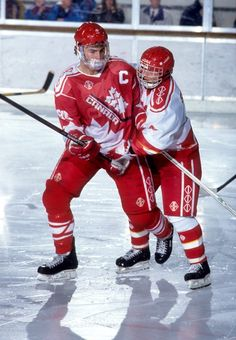 Playing in his second of three World Junior Hockey Championships in 1991, Eric Lindros finished second in scoring with 17 points and was selected to the tournament all-star team as Canada won gold.