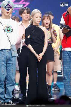Kim Chungha, Fabric Tote Bags, Ulsan, Asian Boys, Mamamoo, Pop Fashion, Korean Singer, Kpop Girls, Girl Group