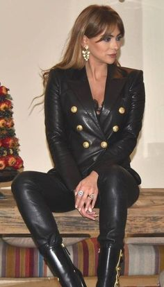 Leather Tights, Leather Blazer, Curvy Girl Lingerie, Sexy Latex, Sexy Older Women, Leather Dresses, Girls Jeans, Leather Fashion, Lady