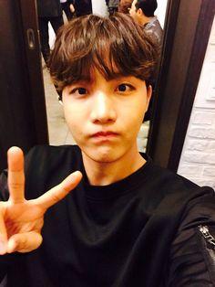 """#wattpad #fanfic ¿Como se conocieron?. ¿Como es su relación?. ¿Los rumores en la Preparatoria son reales?.  """"El chico problemático es el novio del chico hippie""""   Su relación de """"Amor Odio"""" no es nada normal, Hoseok odia a Taehyung. Taehyung descubre que hoseok es un Tarrito de miel recién extraída de un panal.   ..."""