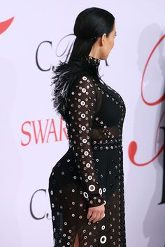 kim-kardashian-bump-cfda-awards