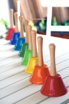 Activités d'éveil musicales avec des cloches Montessori à partir de 3 ans. Petite Section, Cloche, Maria Montessori, Instruments, Musicals, Children, Building, Baby, Music Activities