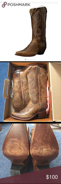 """🆕 Women's Western Justin Boots! Tan Damiana, authentic leather, women's Justin boots! These fashion western boots are size 8.5B, style # L4332, and have a 13"""" shaft with a cream color stitched design. New with tags and original box. Box itself has faded from sitting under florescent lights on a store shelf. Boots have been worn, besides to try on IN the store. Hence the minor wear on the bottom of the soles. Soles are leather & will rough up as you wear them. Beautiful boots at an even more…"""