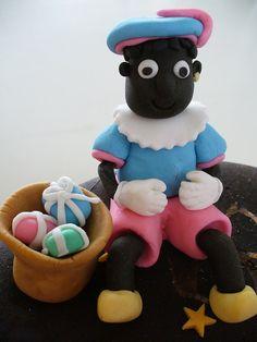 Zwarte Piet geboetseerd van Fondant, Leuk voor op een Sinterklaas taart
