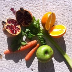 Zumo de granada, naranja, apio, zanahoria & manzana verde
