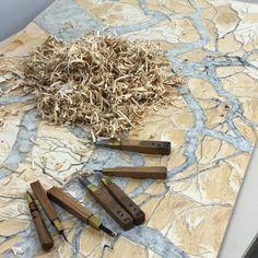 I love that you can easily measure the work  done in a day by looking at wood chips  a fine giornata mi piace misurare quanto lavoro ho fatto dalla quantità di trucioli prodotti #carving #mokuhanga #xilografia #giapponese #japanese #woodblock #artistinresidence #3331artschiyoda #tokyo2016 #tokyo2016 #japan2016 #japan #ilovecarving #intaglio #intagliare  (at 3331 Arts Chiyoda)