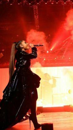 Ariana Grande Source by AriMoonlightAri Ariana Grande Dangerous Woman Tour, Grandes Photos, Robes Glamour, Ariana Grande Wallpaper, Femmes Les Plus Sexy, Ariana Grande Pictures, Cat Valentine, Celebs, Celebrities