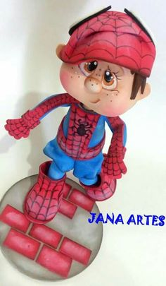 Niño araña Foam Crafts, Diy And Crafts, Biscuit, Super Hero Shirts, Superhero Cake, Cute Clay, Cute Eyes, Sewing Dolls, Nature Crafts