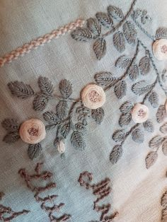 Snowflake Embroidery, Hand Embroidery Dress, Bead Embroidery Patterns, Hand Embroidery Stitches, Crewel Embroidery, Vintage Embroidery, Ribbon Embroidery, Machine Embroidery, Embroidery Designs