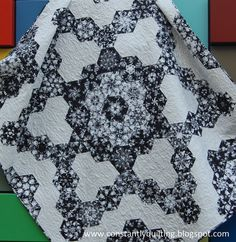 Constantly Quilting: Snowflakes-interesting one block wonder