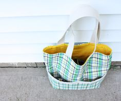 Summer tote with exterior pockets