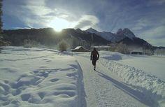 Winter-Trailrunning: große #GAP-Umrundung im neuen Jahr 2015. Hier: zur Aulealm und zum Riessersee-Höhenweg. Im Hintergrund Alpspitze und Waxensteine .