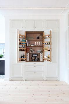 Creanno Modern Kitchen Cabinets, Modern Farmhouse Kitchens, Kitchen Redo, Living Room Kitchen, Country Kitchen, Kitchen Interior, Home Kitchens, Kitchen Remodel, Kitchen Design
