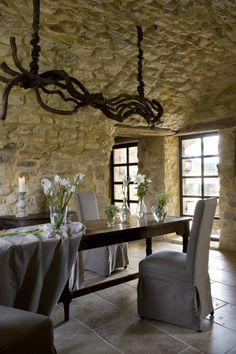 In Provence .between Nimes and Uzes (France) this old farm was entirely renoved by Henning Johansen ( owner/architect) and Yvonne (owner/interior Rustic Furniture, Furniture Design, Antique House, French Farmhouse, French Country, Rustic French, French Decor, Stone Houses, Rustic Interiors