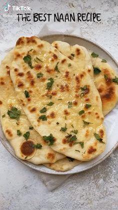 Vegan Dishes, Food Dishes, Vegan Food, Naan Recipe Video, Recipes With Naan Bread, Garlic Naan Bread Recipe, Healthy Snacks, Healthy Recipes, Healthy Nutrition