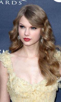Taylor Swift...looking like a real life Swan Princess!