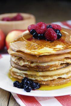 Découvrez ma recette de pancakes hyperprotéinés sans gluten pour se faire plaisir sans craindre de prendre du gras. C'est une recette simple et rapide à