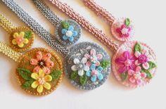Felt embroidered bookmark in pastels flowery door bboutiquebeauties