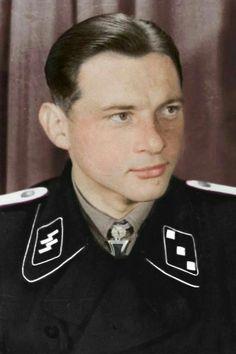 SS-Untersturmführer Michael Wittmann (1914-1944), Zugführer in der 13.(schw.)/SS-Panzer Regiment 1, Ritterkreuz 13.01.1944, Eichenlaub (380) 30.01.1944, Schwerter (71) 22.06.1944