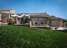 Dimora Storica a Noto per vacanze, matrimoni ed eventi privati in una masseria in Sicilia in provincia Siracusa con piscina, parco, spa, prodotti biologici.