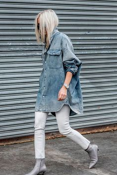Oversized denim shirt, white skinny jeans, grey ankle boots - Fall outfits, fall fashion trends 2017, fall fashion, street style, edgy outfits, minimal outfits, casual outfits. #streetstylefashion,