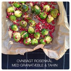 Ovnbagt rosenkål med granatæble og tahin - Vanløse blues #lowcarb #side #brussels #pomegranate