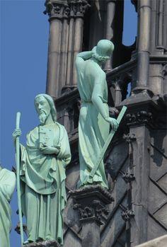 notre dame paris statues of saints outside, rear Notre Dame France, Ville France, Gothic Architecture, Architecture Details, Drawing Architecture, Interior Architecture, Bells Of Notre Dame, Image Paris, Saint Chapelle