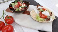 Pork souvlaki with classic Greek salad - Cityline Pork Recipes, Cooking Recipes, Healthy Recipes, Smoker Recipes, Keto Recipes, Chicken Recipes, Dinner Entrees, Dinner Recipes, General Tao Chicken