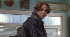 gilmore-girls-why-dean-was-actually-rory-gilmore-s-best-boyfriend-rory-and-dean-have-a-1237854.gif 500×266 pixels