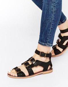 H By Hudson Sandalias planas de estilo gladiador con tiras negras Newton Negro #sandals #covetme