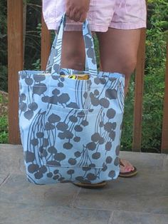 Another great tote bag tut. This one is HUGE, lol and would make a great beach bag. It has instructions to make the gussetts for a flat bottom. They suggest using home decor fabric if your going to use it for groceries or other heavy items.