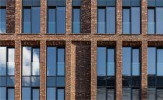 Woonhuis op de straat. Burdenko 3: Sergey Skuratov Architects