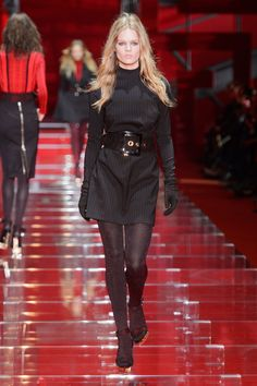 Versace Fall 2015 Ready-to-Wear Collection  - ELLE.com