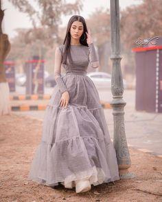 Pakistani Fancy Dresses, Pakistani Fashion Party Wear, Pakistani Wedding Outfits, Pakistani Dress Design, Fancy Dress Design, Bridal Dress Design, Stylish Dress Designs, Designs For Dresses, Girls Dresses Sewing