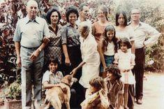 Tegencoup en decembermoorden, geschiedenis Suriname. Frits Sitalsing, staatsrechtgeleerde en hoogleraar aan de juridische faculteit. Klik foto voor artikel. Boven: de familie Sitalsing, jaren zeventig.