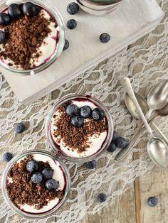 Smetanové poháry s koka sušenkami Tiramisu, Acai Bowl, Pudding, Breakfast, Desserts, Cakes, Food, Morning Coffee, Tailgate Desserts