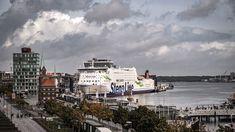 Kiel ist das Tor zu Skandinavien. Hier starten die Fähren nach Oslo und Gögeborg. Kiel hat für Urlauber und viel mehr zu bieten. Ein Besuch im Hotel Birke. Kaiser Wilhelm, Hotels, Das Hotel, Oslo, Times Square, Travel, Birch, Kiel, Baltic Sea