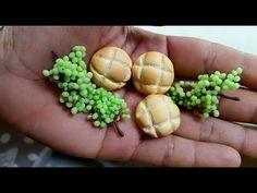 Pães e uvas realistas em biscuit