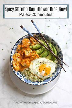 Spicy Shrimp and Cauliflower Rice Bowl (Paleo) - Asiatische rezepte Seafood Recipes, Paleo Recipes, Healthy Dinner Recipes, Healthy Snacks, Healthy Eating, Cooking Recipes, Asian Recipes, Pescatarian Recipes, Healthy Breakfasts