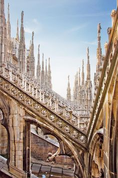 Planning a trip to Italy and you don't know what to do in Milan in one day? Is it even worth going? Of course it is! Find out why with this guide written by an Italian! Romantic Italy, Romantic Travel, Solo Travel, Travel Usa, Most Romantic Places, Visit Italy, Travel Couple, Vacation Trips, Italy Travel