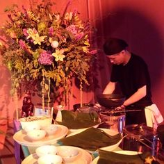 ♥♥ The Wedding Fashion Night ♥♥ ♥ Visita www.wfnclub.com ♥ #wfn #exoticglam #bodas #weddings - catering #monchosbcn preparando los aperitivos en directo - @Magna Gonzalez's Barcelona  @Matty Chuah Wedding Fashion Night