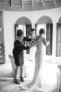Always rely on mom to help you button up your wedding dress | Brides.com