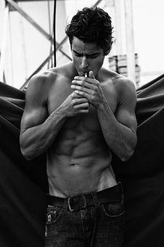 Pin szerzője: sade deluxe, közzétéve itt: wo-men beauty and sexy мэтт бомер Bad Boys, Cute Boys, Actrices Sexy, Model Foto, Man Smoking, Hot Guys Smoking, Hommes Sexy, Attractive Men, Good Looking Men