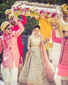 The latest collection of Bridal Lehenga designs online on Happyshappy! Find over 2000 Indian bridal lehengas and save your favourite once. Desi Wedding, Wedding Wear, Trendy Wedding, Punjabi Wedding, Wedding Ceremony, Wedding Bridesmaids, Punjabi Bride, Wedding Mandap, Wedding Stage