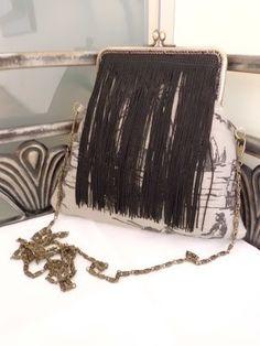 Bolso boquilla con flecos de seda. Michael Kors Jet Set, Chic, Bags, Fashion, Vintage Handbags, Cigarette Holder, Bangs, Silk, Purses