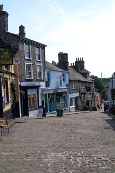 Sometimes referred to 'the auld grey town' because it was built mainly of grey stone, Kendal is a large Market town in the east of Cumbria.