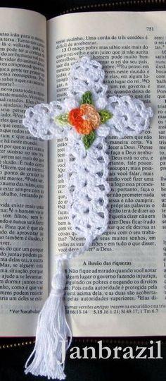 """Marcador de Bíblia """"Crucifixo"""" em crochê"""
