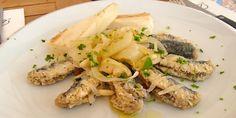 Le Sarde in Saor sono l'antipasto tipico veneziano per la festa del redentore e nascono sulle barche di pescatori e marinai. per saperne di più e per scoprire come preparare delle ottime sarde in saor, leggete il nostro articolo! http://macellerialacarne.it/index.php/sarde-in-saor/  #sardeinsaor #ricette #ricettevenete #ricetteitaliane #gastronomia #macelleria #rovigo